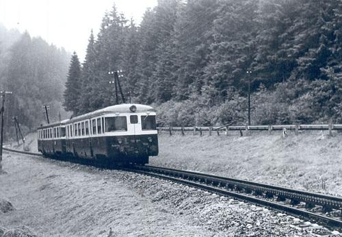 Motorový vozeň M 240 s osobným vlakom